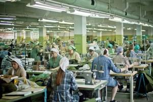 На швейной фабрике работает большинство осужденных колонии